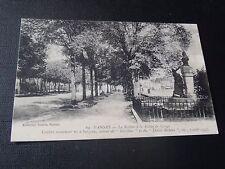 CPSM Vannes La Rabine et la Statue Lesage Célèbre romancier né à Sarzeau .....