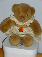 OURS OOURSONNE PELUCHE GALERIES  LAFAYETE COLLECTION  ROBE LIBERTY JAUNE 32 CM