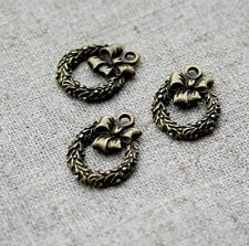 Antique bronze christmas wreath charm with bow – pack of 20