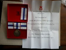 VINTAGE SILVER MEDAL QUEEN ELIZABETH II SILVER JUBILEE 1977 BOX AND CITATION