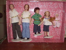 Dolls house figures,1/12 scale set of 5 Porcelein Modern family