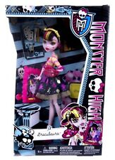 NEW OFFICIAL MONSTER HIGH DRACLAURA SCARE MEISTER SET ACCESSORIES DOLL