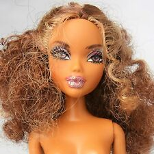 My scene barbie doll brunette belly button déformable jambes nude 2
