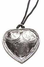 PIP STRING NECKLACE W SILVER LARGE/ STATEMENT EMBOSSED HEART PENDANT (ZX54/120