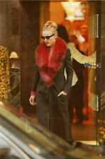 C Photo Foto Vera 1996 Madonna Out Shopping at Saville Row & Bond Str. London