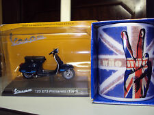 THE WHO PEACE FINGERS MUG & VESPA 125 ET3 PRIMAVERA SCOOTER GIFT APPEAL TO MODS
