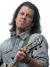 Christian Kane UNSIGNED photo - G1032 - American actor and singer-songwriter