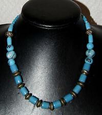 collier de style ethnique en pate de verre bleu et métal argenté