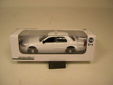GREENLIGHT COLLECTIBLES 1:64 SCALE 2008 FORD CROWN VIC UNMARKED WHITE POLICE CAR