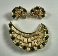 Vintage LISNER Brooch & Earrings Brushed Gold Tone Pin Emerald Green Rhinestones