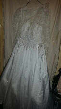 LADIES VINTAGE RETRO ? LOVELY NETTED TOP.UNDERSKIRT WEDDING DRESS LARGE BOW 32CH