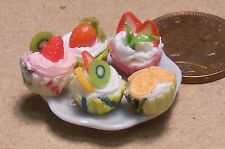 1:12 Scale 5 Mixed Cup Cakes On A Ceramic Plate Dolls House Miniatures PL17a