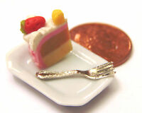 1:12 Scale Slice Of Cake On A Plate Dolls House Miniature Kitchen Accessory SC13