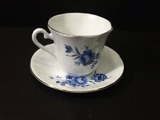 BEAUTIFUL VINTAGE ELIZABETHAN FINE BONE CHINA CUP & SAUCER