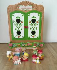 Vintage Strawberry Shortcake Curio Cabinet w/  8 Scented PVC Figures 1981