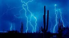 Encadrée Imprimer-bleu Foudre / orage électrique dans le désert (image météo)