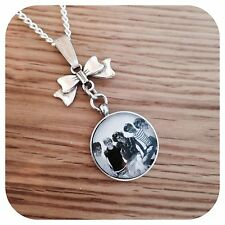 One**direction ** BOY ** BAND round necklace BW Bow