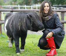 Leona Lewis UNSIGNED photo - D1666 - Singer and animal welfare campaigner