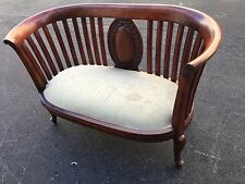 ANTIQUE VICTORIAN SETTEE