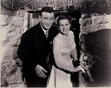 RARE STILL  JOHN WAYNE FROM THE QUIET MAN WITH MAUREEN O'HARA JUST MARRIED