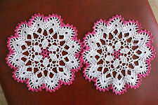 LOT  DE  2 NAPPERONS  BLANC /ROSE   DENTELLE AU CROCHET FAIT MAIN  DIAMETRE 18CM