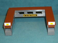 HO SCALE TRAIN RACE CAR LAYOUT TOMY 1978 THAILAND RAMPS TO TRAINS
