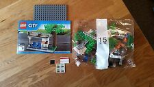 Lego City Tram or Bus Stop Station & Tree Split 60097 Town City Square