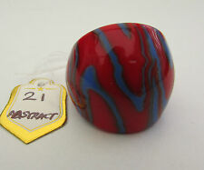 A RED & BLUE ABSTRACT MURANO STYLE GLASS RING. UK-Q. US--8.25.   (21)