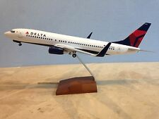 Delta Airlines Boeing 737-800 1:100 mit Fahrwerk Skymarks SKR 8206 B737 Lack neu