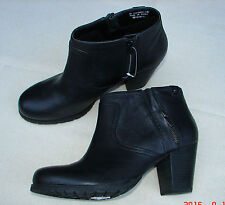 """Macay Halle""Clark's Women/Ladies Black Leather Boots size 4 D."