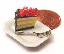 1:12 Slice Of Cake On A Plate Dolls House Miniature Kitchen Accessory SC21