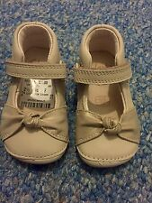 "BNWT Clarks Baby Toddler Girl 'Little Nia"" Cream Leather First Shoes Size 2 1/2F"