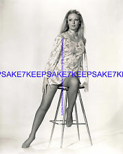 ACTRESS  VERONICA CARLSON SEXY LEGGY 8  X 10 NYLONS FEET TOES PHOTO A-VC2