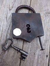 Antique grand cadenas avec une clé, ordre de marche, forme unique, rare, collector