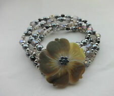 Stretch bead bracelet with MOP Flower