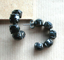 1262 /  BOUCLES D'OREILLE PERCEES STRASS RONDS NOIRS