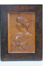 Büste einer jungen Frau, Holz-Relief, Bildhauerarbeit ,monogrammiert OI