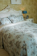 SUPER KING BEAUTIFUL FINELY STITCHED DUCK EGG BLUE PAISLEY QUILTED BEDSPREAD