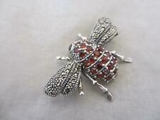 VINTAGE c.1980's Argento Sterling, Marcasite & Ruby PASTA Bee Insetto Spilla. DGT326