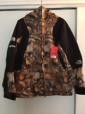 Supreme X The North Face Mountain Jacket Leaves L TNF F/W 16