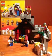 LEGO 10000 GUARDED INN - COMPLETE - W 4 MINIFIGS & ORIGINAL INSTRUCTIONS