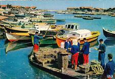 BASSIN D'ARCACHON 123 scène ostréicole triage des huïtres bateaux écrite