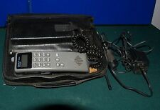 VINTAGE MOTOROLA OMEGA SERIES BAG PHONE COMPLETE AND IT POWERS UP