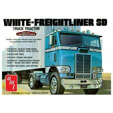 AMT White Freightliner Single Drive Tractor - 1:25 Scale Truck Kit