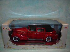 1/18 1938 CADILLAC FLEETWOOD TOWN CAR V-16 IN REDBLACK TOP BY SIGNATURE.