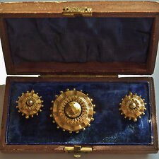 Fine Victorian 10ct Gold Etruscan Demi Parure Suite of Brooch & Earrings c1885