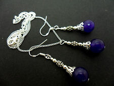 A PURPLE JADE BEAD NECKLACE AND EARRING SET  WITH 925 SILVER HOOKS.