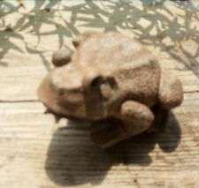 CUTE LITTLE BROWN FROG/TOAD STATUE /FENG SHUI/ YARD ART/ COUNTRY/ SHABBY GARDENS