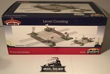 Bachmann SCENECRAFT - 44-038 - LEVEL CROSSING - NEW BOXED - RARE ITEM
