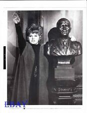 Shelley Winters salutes VINTAGE Photo